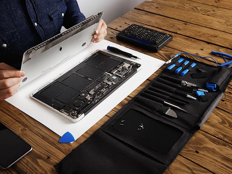 Laptop Akkuaustausch